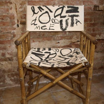 FOLDING BAMBOO CHAIR WITH PRINTED CLOTHING WITH LETTERS