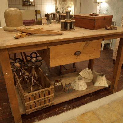 COUNTER OF PINE WOOD